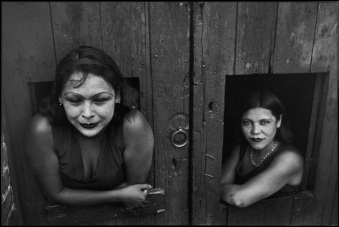 Prostitute.-Calle-Cuauhtemoctzin-Città-del-Messico-Messico-1934-©-Henri-Cartier-Bresson-Magnum-Photos-696x466